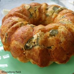 Fiesta Bubble Bread Recipe c butter, melted 1 c shredded mexican-blend cheese c shredded mozzarella cheese 10 oz jar sliced jalapeño peppers, drained 1 tsp dried parsley or cilantro 2 - 12 oz tubes refrigerated biscuits, cut into quarters Bread Recipes, Cooking Recipes, Yummy Recipes, Paleo Recipes, Broccoli Recipes, Cooking Videos, What's Cooking, Dinner Recipes, Bubble Bread