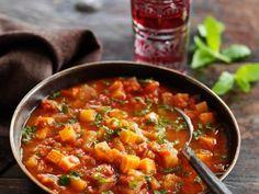 Indische Gemüsesuppe mit roten Linsen