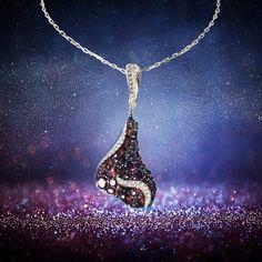 Glittering gem from Prague. Třpitivý šperk z Prahy. Prague, Garnet, Gifts For Women, Gems, Necklaces, Pendant Necklace, Luxury, Jewelry, Grenada