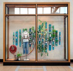The visual merchandising that Anthropologie rolled out for Earth Day in April this year was of the same impeccably captivating and environmentally-friendly standard that it is at this time every ye… Spring Window Display, Window Display Retail, Visual Merchandising Displays, Visual Display, Propaganda Visual, Anthropologie Display, Design Ikea, Vitrine Design, Decoration Vitrine