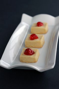 Buttery, melt in your mouth Shortbread Bites - from @Karlynn Johnston: The Kitchen Magpie #christmas #cookies