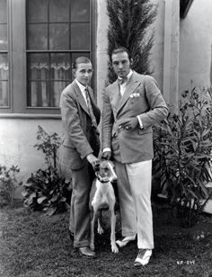 honni-soit:  Rudolph Valentino, in a flannel double-breasted jacket and cream trousers, with Horace Wade, 1925.
