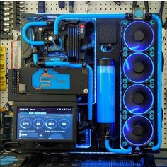 Well made custom water cooling loops always look incredible . Gaming Pc Build, Computer Build, Gaming Pcs, Gaming Room Setup, Computer Setup, Pc Setup, Computer Case, Computer Technology, Gaming Computer