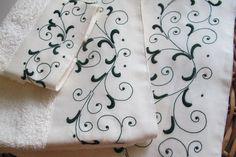 Toalhas turcas com barras em linho bordadas com garanitos, ponto corda e bastidos.
