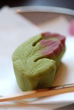 Japanese sweets / 菊の葉(Kikunoha)