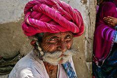https://flic.kr/p/xq6GDB | _Z2W6559 | Truculent et souriant, ce berger du Mewar