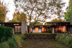 住居や家具えらびを積極的にしているひとは多いはず。でも自分のスタイルを確立するということについてはどうだろう。外国人の暮らしかたを美しい生活の参考にしてもよい。 日本在住のプライベートハウスを訪ねて、生活の美学をのぞいてみた。