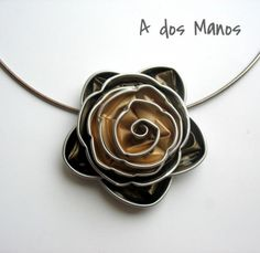 Diy Necklace, Flower Necklace, Recycled Crafts, Diy And Crafts, Jewelry Crafts, Jewelry Art, Craft Accessories, Coffee Pods, Bijoux Diy