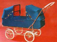 SVENSKTILLVERKADE BARNVAGNAR   EMMALJUNGA 205  I produktbladet för 1971. Finns tillsats för sittvagn.  Finns både i vinyl och textil.  Celluloid på handtaget.