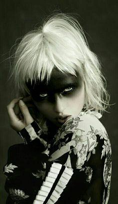 well dressed for the apocalypse Black Mode, Avant Garde Hair, Foto Fashion, Maquillaje Halloween, Portraits, Foto Art, Fantasy Makeup, Costume Makeup, Dark Beauty