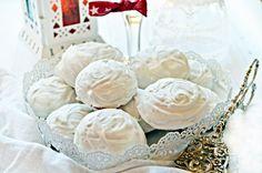 Rögtön puha mézes puszedli (bögrésen is) Hungarian Cookies, Hungarian Desserts, Hungarian Cake, Hungarian Recipes, Vegan Desserts, Fun Desserts, Sweet Recipes, Cake Recipes, Candy Cookies