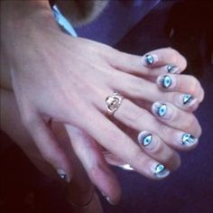 @alexa_chung is rocking some serious eye candy on her fingers!