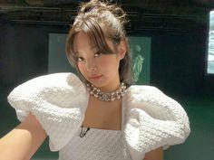 Kim Jennie, Kpop Girl Groups, Korean Girl Groups, Kpop Girls, Yg Entertainment, Rapper, Blackpink Members, Kim Jisoo, Blackpink Photos