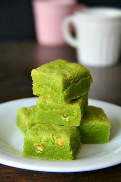 matcha white chocolate chip shortbread. fabulously easy, devilishly delicious and completely irresistible.