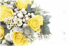 Yellow and white wedding flowers  / Photography © Charlie Davies / Planners Haute Wedding / French Wedding Style Blog/  #bouquet
