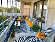 28 Elite Balcony Couch Design ideas With Pallets That Make You Feel Comfortable - Unique Balcony & Garden Decoration and Easy DIY Ideas Balcony Furniture, Built In Furniture, Furniture Layout, Cool Furniture, Outdoor Furniture Sets, Furniture Design, Rooftop Terrace Design, Balcony Design, Wood Pallet Couch