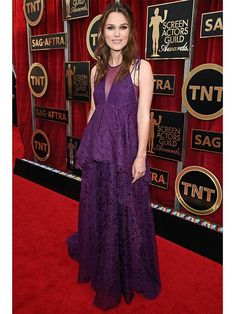 How adorable is Keira Knightly & her growing baby bump on the #RedCarpet tonight for the SAG Awards?!