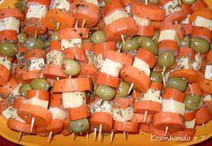 Sacanagem: Sacanagem é um petisco bem &quoteantigo&quote. Lembro da minha mãe contar que na sua adolescência (nos anos 70) era muito comum as festas americanas e que ... Crudite, Canapes, Luau, Fruit Salad, Food Art, Cantaloupe, Salsa, Diet, Ethnic Recipes