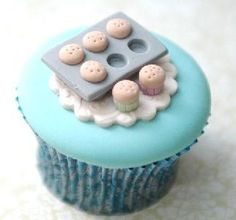 yummy cupcakes and cakes a cupcake cupcake! love it for the kitchen Toffee Crunch Cupcakes. The next cupcakes I make will be these. Deco Cupcake, Cookies Cupcake, Cupcake Tray, Vintage Cupcake, Rose Cupcake, Cupcake Toppers, Cupcakes Design, Beautiful Cupcakes, Yummy Cupcakes