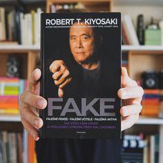 Svérázný Robert T. Kiyosaki se už přes 20 let věnuje boji za větší finanční gramotnost. Ve své nové knize nabízí návod, jak se nenechat napálit ve složitém světě financí, obchodu i v běžném životě.  Finance, Author, Economics