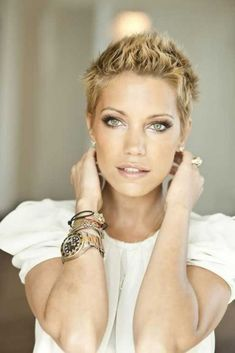 Really Short Haircuts, Short Spiky Hairstyles, Short Pixie Haircuts, Short Hairstyles For Women, Hairstyles Haircuts, Edgy Haircuts, Chaotischer Pixie, Pelo Pixie, Pixie Cuts