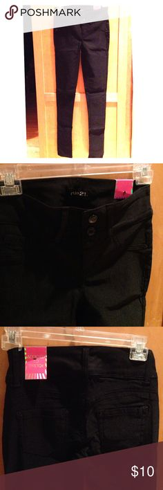 Rue21 black stretch skinny pants NEW with tags New with tags. High waisted. Double button closure. Front pockets and back pockets. Rayon, nylon and spandex Rue 21 Pants Skinny