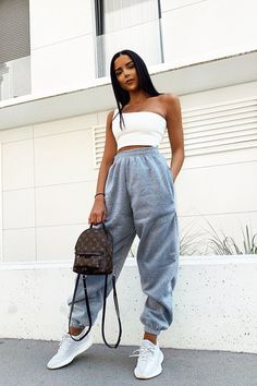 See these 21 Funky Outfits that will not only keep you warm but will be sure to make you the coolest, most exciting fashionista on the scene. Casual School Outfits, Cute Comfy Outfits, Funky Outfits, Crop Top Outfits, Cute Summer Outfits, Stylish Outfits, Dressy Outfits, Summer Shorts, Work Outfits