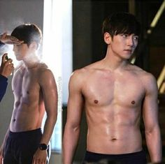 Actor Ji Chang Wook reveals his solid abs