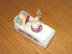 VINTAGE BUTT PORCELAIN  BUT ASHTRAY NAUGHTY  LADY w/MOVING  LEGS & FAN  BUT