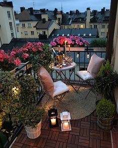 Small balcony design Small balcony decor Small apartment balcony ideas Small balcony garden Balcony decor Small balcony - J aime 227 Commentaires Interior Design Decor HomeAdore sur Instagr - Small Balcony Design, Small Balcony Garden, Small Balcony Decor, Balcony Ideas, Balcony Flowers, Condo Balcony, Small Terrace, Small Balconies, Balcony Plants