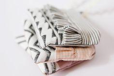 ruffle zipper pouch, ruffle zipper pouch tutorial with decorative stitchesruffle zipper pouch