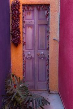 Santa Fe Style -- creative way to take a claustrophobic entry and make it inviting