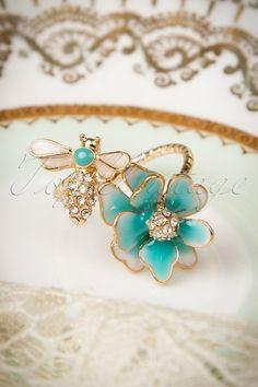 Beau et Belle Flower Bee Ring
