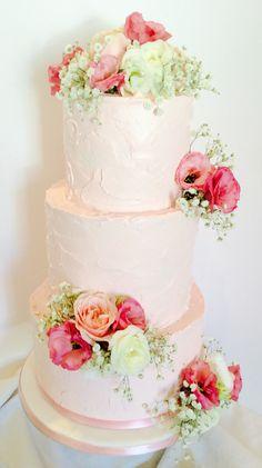 A romantic garden themed wedding cake......