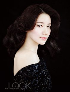 Lee Young-ae talks about her rural life in JLOOK's August issue