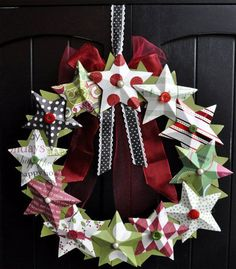Ghirlanda natalizia fai da te con stelle di carta