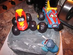 Monster truck Mater & Lightening McQueen — Children's Birthday Cakes
