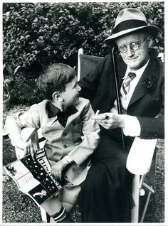 James Joyce with grandson, sitting on a bench, Paris, 1958 by Gisele Freund James Joyce, Classic Portraits, Writers And Poets, Book Writer, French Photographers, Documentary Photography, I Love Books, Portrait Photography, Cinema