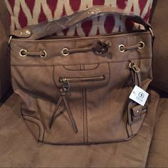 BRAND NEW BEIGE SHOULDER BAG BRAND NEW BEIGE PURSE! PERFECT SIZE AND COLOR! Scarleton Bags Shoulder Bags