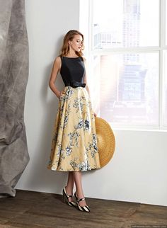Long midi dress with layer skirt in rustic printed fabric, cut at the waist decorated with a loop. The body to the armhole with boat neckline in silk pique with original neckline on the back. Casual Chic Outfits, Casual Dresses, Fashion Dresses, Long Midi Dress, Midi Skirt, Long Summer Dresses, Summer Outfits, Vestidos Retro, Evening Skirts