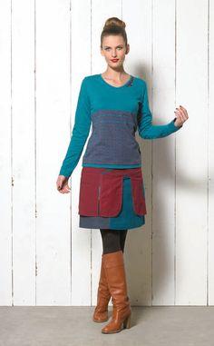 Falda y camiseta también, como toda esta línea de inspiración japonesa en colores azul pavo real y burdeos. La camiseta tiene el cuello en pico y es de manga larga, responde al corte clasico de las camiseta de Coline y es una apuesta segura para ir cómoda y triunfar. La falda es sencilla y tiene una sobrefalda que le aporta un estilo especial. Las dos prendas juntas hacen un conjunto muy interesante que puedes tener tambien en tonos rojos y negros