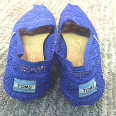 Toms crochet shoes Worn only once! Beautiful spring summer shoe and so comfortable ! Amazing condition TOMS Shoes Flats & Loafers