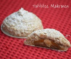 Toffifee macaroons (advertising because branding) - Honest? I& never sneaked around a cookie jar as often as I did with the toffife macaroons in - Easy Strawberry Desserts, Easy No Bake Desserts, Desserts For A Crowd, Baking Desserts, Potluck Desserts, Summer Dessert Recipes, Dessert Cake Recipes, Bon Dessert, Cheese Dessert