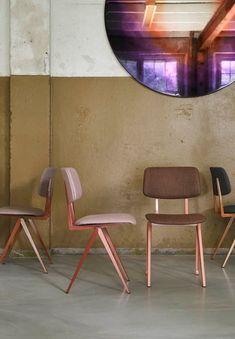 Dé schoolstoel van de jaren '60. De Machinekamer heeft de stoel opnieuw in productie genomen met de originele mallen, maar in hedendaagse kleurstellingen. Ook verkrijgbaar met gestoffeerde rug en zit, of met armleuningen.   Dining Chairs, Dining Room, Furniture Design, Interior, Inspiration, Home Decor, Ideas, Art, Biblical Inspiration