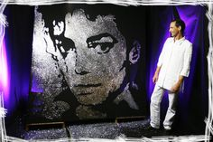 Artist and performer, Erik Black offers various production techniques in the field of Glitter Painting (glue & glitter) and Speed Painting (express painting).