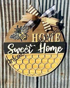 Wooden Door Signs, Wooden Door Hangers, Wooden Doors, Owl Door Hangers, Bee Crafts, Wood Crafts, Porch Signs, Diy Signs, Front Door Decor