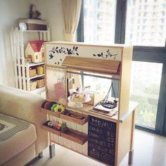 yoshibo2002さんの、子供スペース,ままごとキッチン,お店やさんごっこ,IKEA,ダイソー木材,ダイソー,すのこ棚,リビング,のお部屋写真
