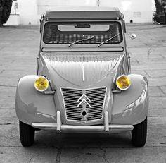 The CITROEN the ultimate example automotive minimalism. Citroen Ds, Psa Peugeot Citroen, Camping Vans, Vintage Cars, Antique Cars, 2cv6, Bmw Classic Cars, Classy Cars, Motorcycle Design
