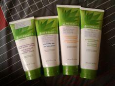 Linha da Herbalife de aloe vera...excelente para cuidar da pele e do cabelo!  Mais informaçoes: 913 344 751