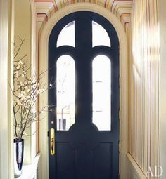 door In a New York City townhouse renovated by architect Peter Pennoyer and decorated by Jeffrey Bilhuber, artisan Mark Giglio painted the entrance hall with colorful stripes. Arched Front Door, Arched Doors, Windows And Doors, Front Entry, Arch Windows, Porte Design, Door Design, Striped Room, Striped Walls